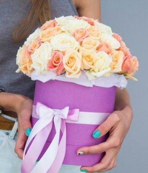 Микс  из роз в фиолетовой шляпной коробке (39 шт) #1019