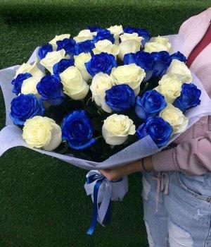 Микс-букет из синих и белых роз (39 шт) #1041