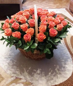 Корзина из 29 персиковых роз #428