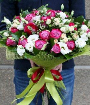 Микс-букет из роз и эустом (49 шт) #767