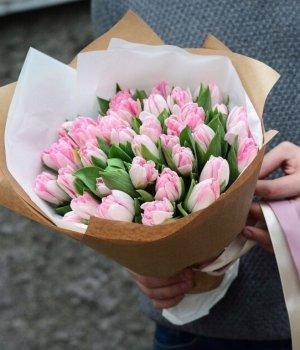 Букет из бело-розовых пионовидных тюльпанов (49 шт) #687