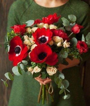 Мкс-букет из анемонов и роз (19 шт) #1065