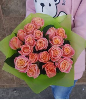Букет из 19 персиковых роз (60см) #914