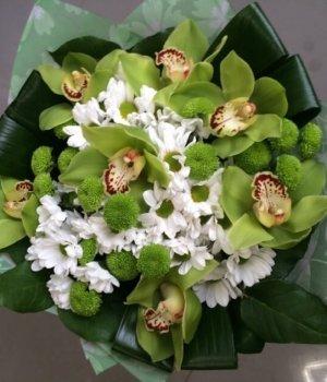 Микс-букет из хризантем и орхидей (13 шт) #1098
