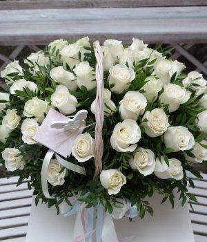 Корзина из 49 белых роз Эквадор #1105