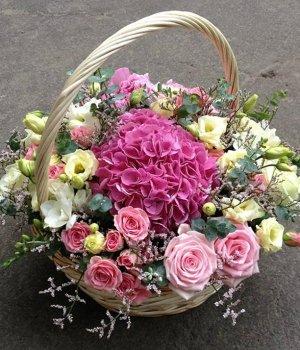 Корзина с гортензией, розами и эустомами #554