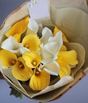 Букет из желтых и белых калл (19 шт) #1175