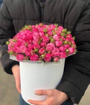Пионовидные розы Леди Бомбастик  в белой шляпной коробке (29шт) #1000