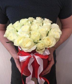29 белых кенийских роз в шляпной коробке #1234