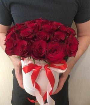 29 красных кенийских роз в шляпной коробке #1238