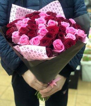 Микс-букет из 51 красной и розовой розы (60 см) #1264