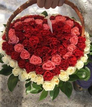 Корзина из 101 розы-микс в виде сердца #1280