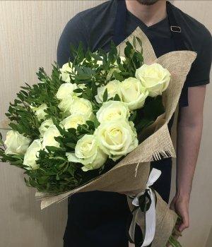 Букет из 29  белых роз (70 см) #1320