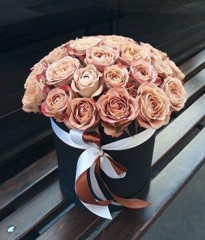 29 роз Каппучино в черной шляпной коробке #1347