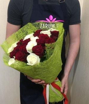 Микс из 29 бело-красных роз (50 см) #1436