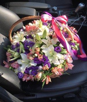 Корзина из роз, альстромерий, лилий и эустом #566