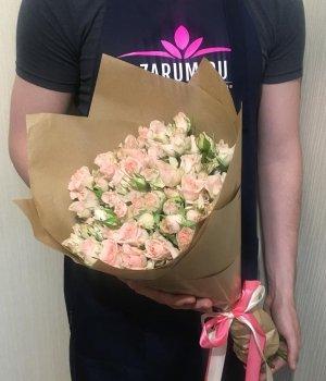 Букет из кремовых кустовых роз (19 шт) #466