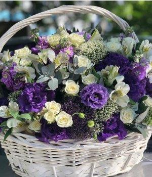 Корзина с розами, альстромериями, матиоллой и эустомами #1478