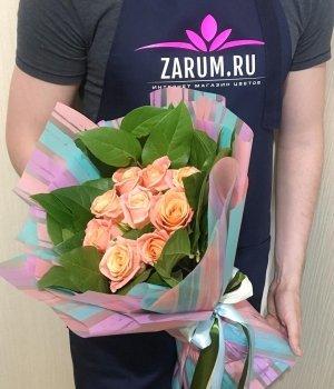 Букет из 9 персиковых роз и салала (50 см) #1517