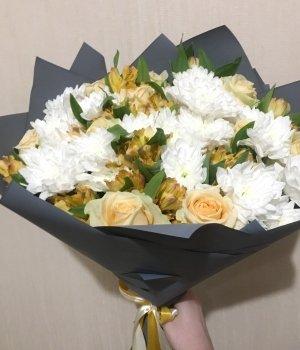 Микс-букет из роз, альстромерий и хризантем (25шт) #770