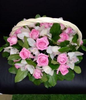 Корзина из роз и орхидей (35 шт) #1097