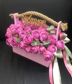 Пионовидные розы в розовом деревянном ящике #1682
