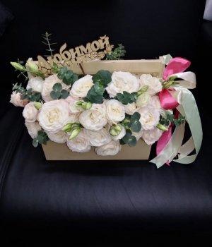 Деревянный ящик с эустомами и пионовидными розами Бомбастик #1715