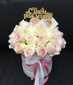 Розы Эквадор в белой  шляпной коробке (25 шт) #1024