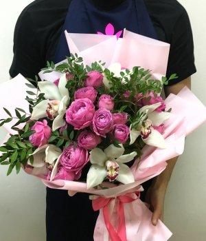 Микс из пионовидных роз Мисти Баблз и орхидей #1743