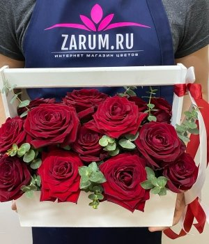 19 красных роз в белом ящике #1509