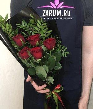 Букет из 5 красных роз (50 см) #1387