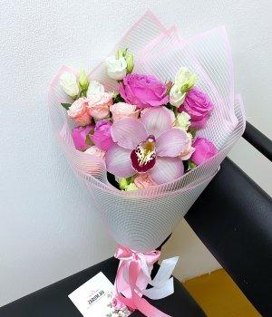 Микс из пионовидных роз, эустом и орхидеи #1905