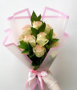 Букет из 11 роз с рускусом ( 60 см ) #1942