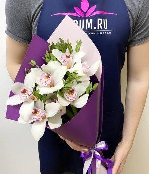 Букет из белых орхидей (7 шт ) #1935