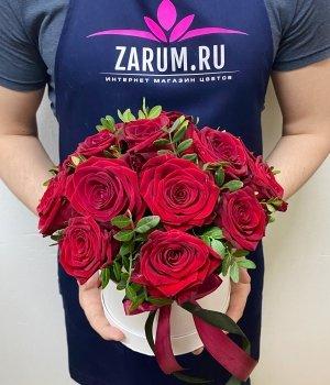 Красные розы в белой шляпной коробке ( 15 шт ) #1665