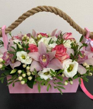 Микс из роз, орхидей и эустом в розовом ящике #2008