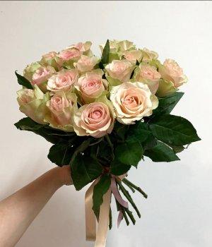 Букет из 19 Кенийских роз (40 см ) #2072
