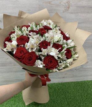 Микс-букет  из красных роз и альстромерий (39 шт) #246
