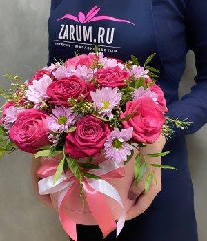 Микс из роз и хризантем в розовой шляпной коробке #2210