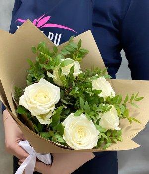 Букет из 5 белых роз (50 см) #1382