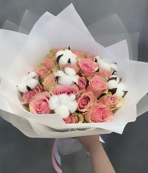 Микс-букет из 19 кенийских роз с хлопком #1281