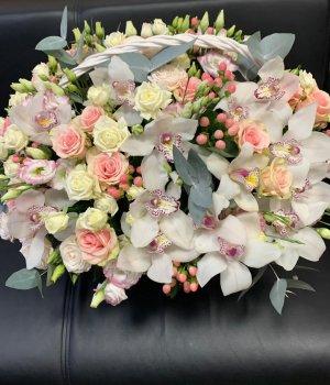 Корзина с розами, орхидеями и эустомами #1480