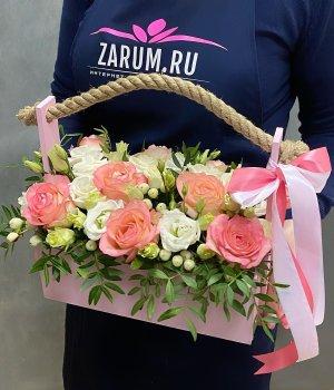 Деревянный ящик с розами и  эустомой #2076