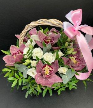 Корзина с розовыми орхидеями и эустомой #2408
