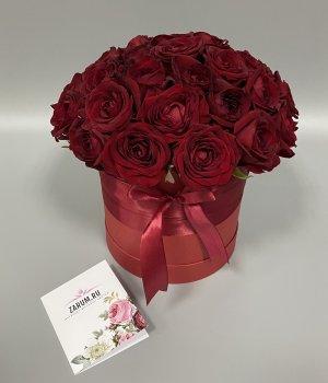 Красные розы в красной шляпной коробке (29шт) #517