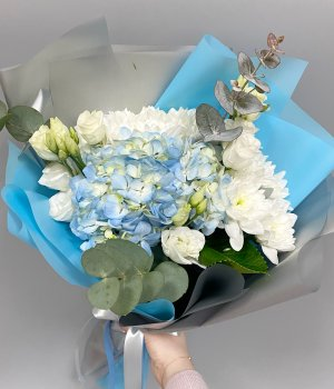 Букет из голубой гортензии , эустом и хризантемы #2618