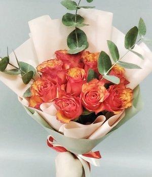 Букет из 9 оранжевых роз с эвкалиптом (40 см ) #2621