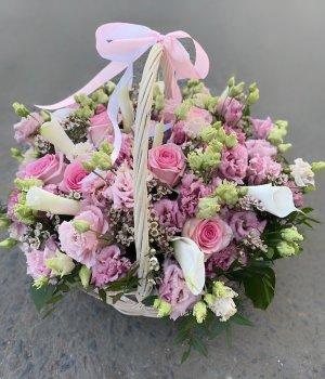 Корзина с миксом из роз, эустом, калл и альстромерий #1385