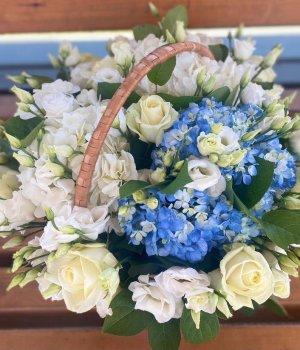 Корзина с гортензиями, розами и эустомами #1133