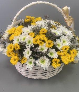 Корзина с хризантемами  и лимониумом #509